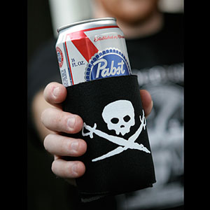 (Koozie) Skull & Swords - 6 Pack